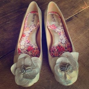 Born champagne flats flower 8 arch support comfort